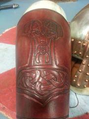 Viking horn holder