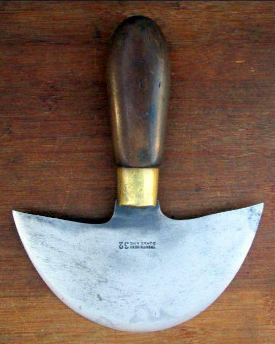 Dumas Aine 32 couteau à pied (1).jpg