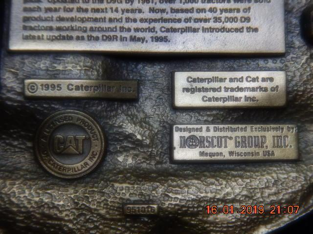 1 of 2900 Cat D9 40th anv. belt buckle