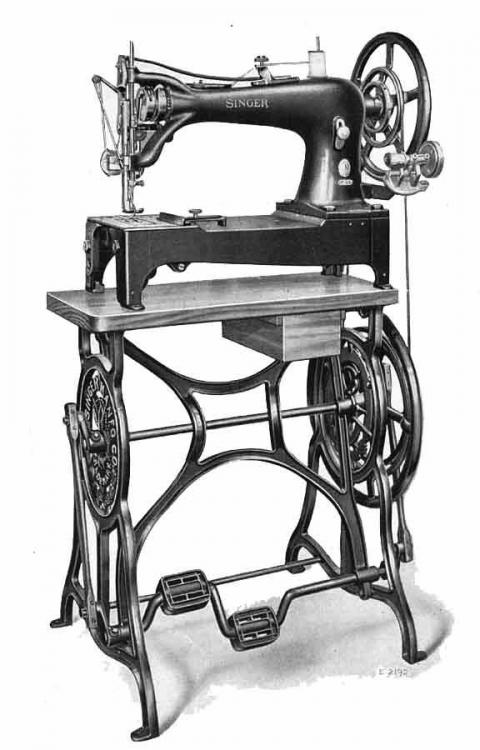 singer 7class on treadle stand.jpg