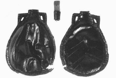 Mary Rose flask, 04LWs.jpg